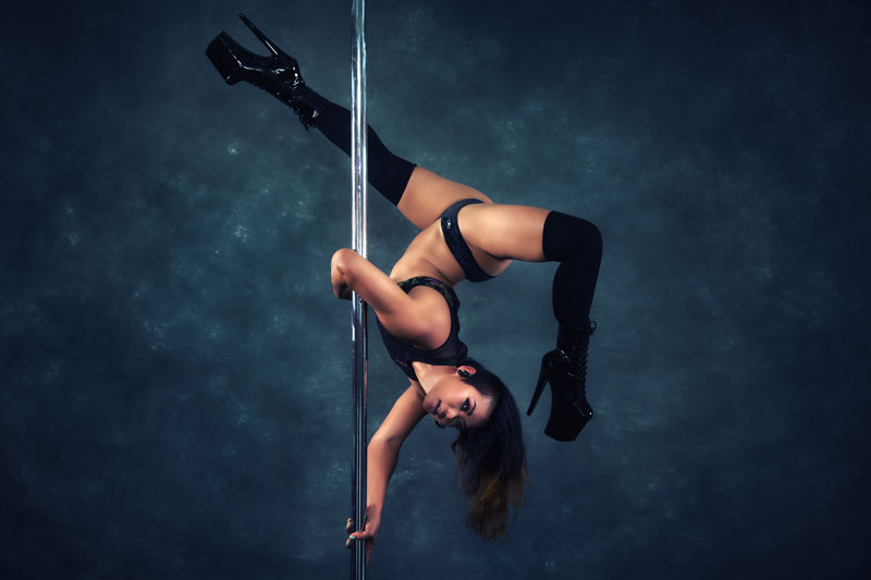 Crystelle_Power-Tricks-and-Pole-Dance-Classes
